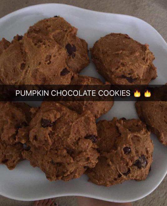 Vegan pumpkin chocolate cookies